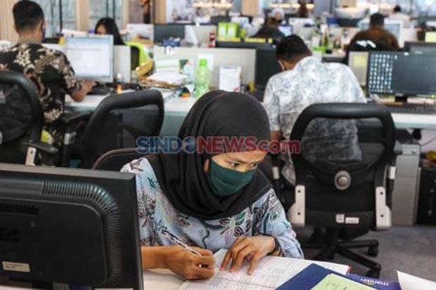 BPJS Watch: Gaji Pekerja yang Sakit COVID-19 Harus Dibayar Penuh