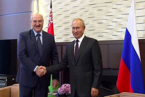 Hendak Digulingkan Rakyatnya, Diktator Lukashenko Minta Senjata pada Putin