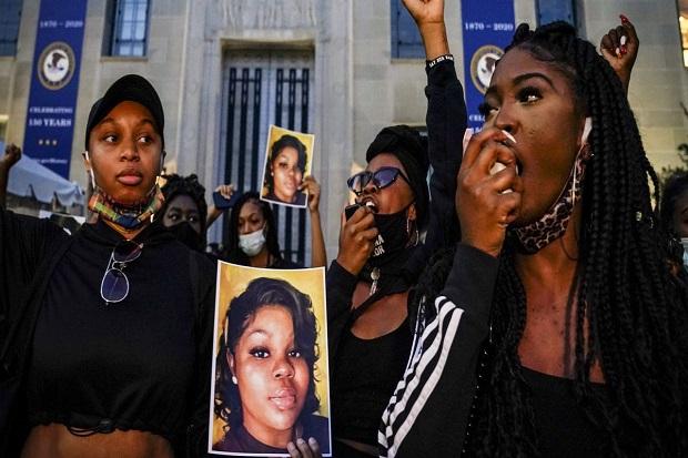 Keluarga Breonna Taylor: Orang Kulit Hitam Terus Sekarat di Tangan Polisi AS