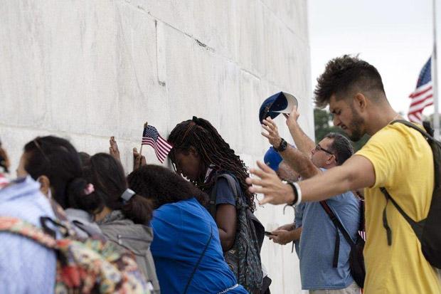 Berdoa dan Beri Dukungan kepada Trump, Ribuan Orang Turun ke Jalan