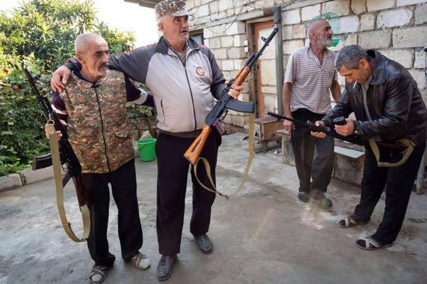 Perang Armenia-Azerbaijan Meningkat, Relawan Nagorno-Karabakh...