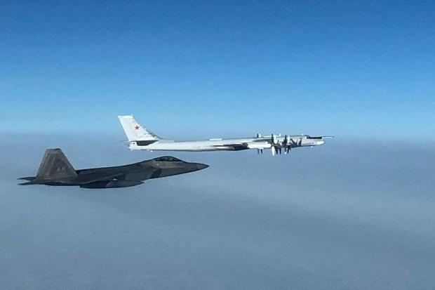 Jet Tempur Siluman F-22 AS Cegat Pembom Rusia di Dekat Alaska