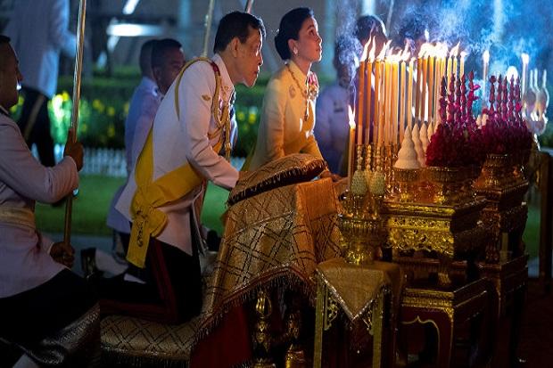 Raja Thailand Diam-diam Dibawa ke RS setelah Bodyguard Positif Covid-19