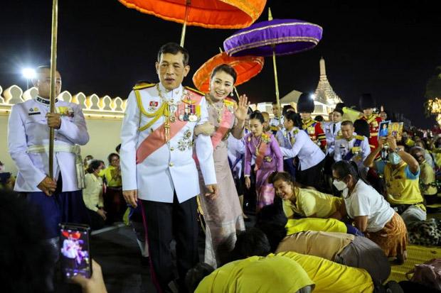 Raja Thailand Puji Aksi Loyalis Kerajaan Menantang Undang-undang Kontroversi