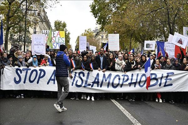 Kebijakan Keras Macron Dinilai Membuat Muslim Prancis Terasing