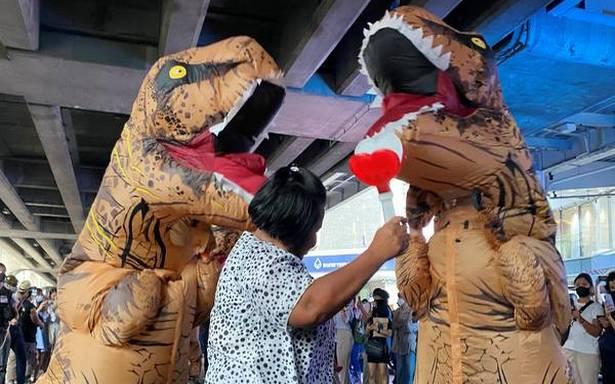 Pelajar SMA Thailand Protes Melawan 'Dinosaurus'