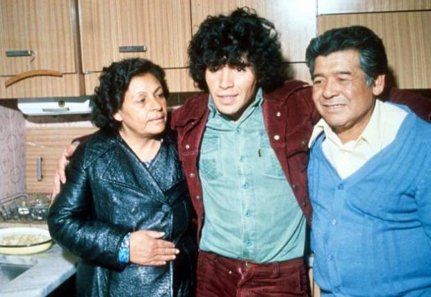 Wasiat Terakhir Maradona yang Pilu: Aku Ingin Sehari Bersama Ibu