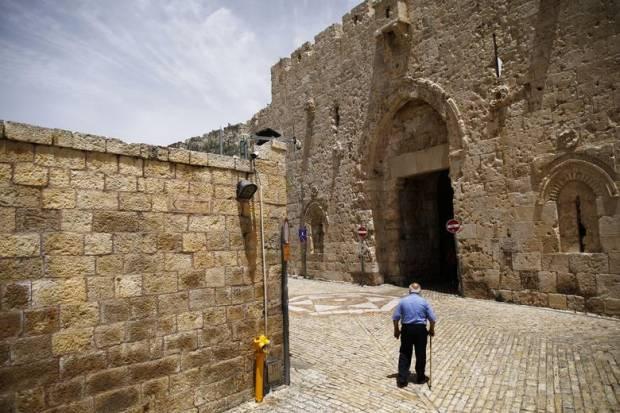 Israel Hancurkan Tangga Bersejarah Menuju Masjid Al-Aqsa
