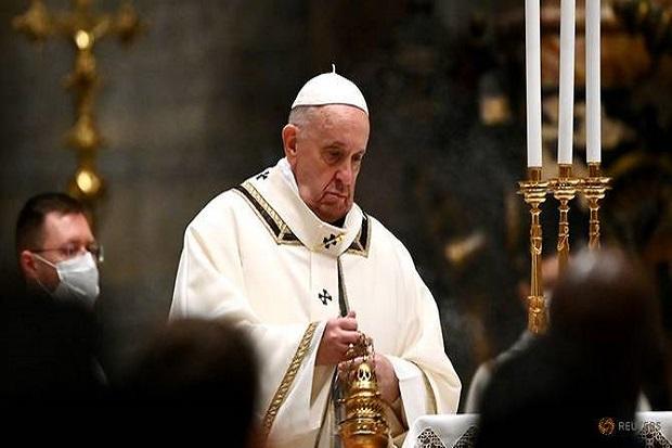Misa Natal Paus Fransiskus: Yesus Terlahir sebagai Orang Buangan Miskin