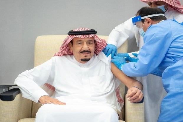 Raja Arab Saudi Salman bin Abdulaziz Disuntik Vaksin COVID-19 Pfizer