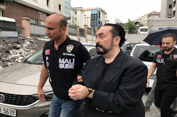 Dihukum 1.075 Tahun Penjara, Harun Yahya Bos Kultus Seks atau Ustad?