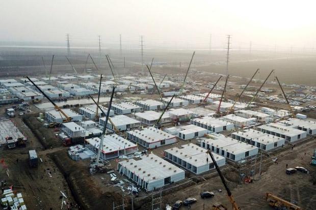 Wabah COVID-19 Berlanjut, China Bangun Kamp Karantina Raksasa