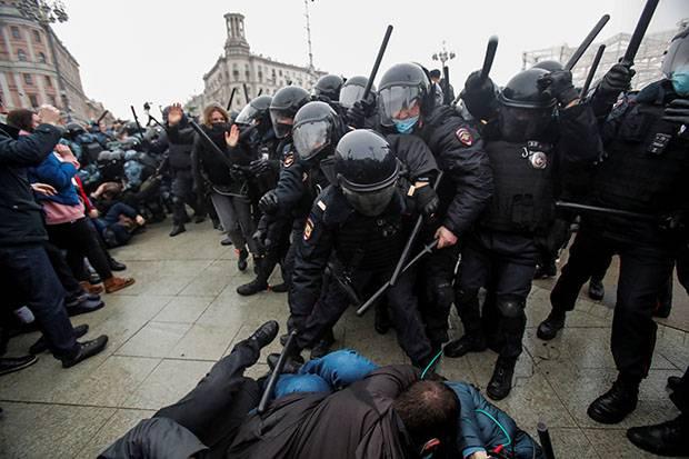UE Mengaku Khawatir dengan Penangkapan Ribuan Demonstran di Rusia