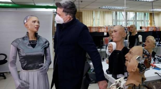 Robot Sophia akan Diproduksi Massal di Tengah Pandemi Covid-19