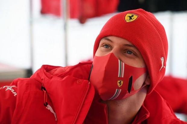 Ikuti Tes Tertutup dengan Ferrari, Schumacher Siap Gemparkan F1 2021