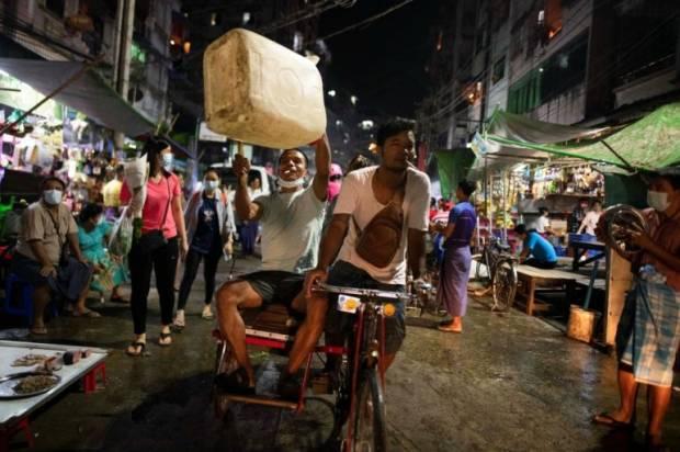 Junta Myanmar Putus Jaringan Internet saat Protes Kudeta Meluas
