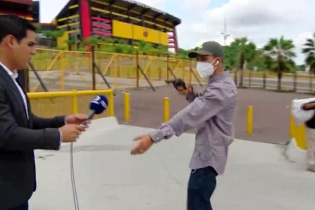 Ditodong Pistol, Reporter dan Kameraman TV Dirampok Saat Siaran