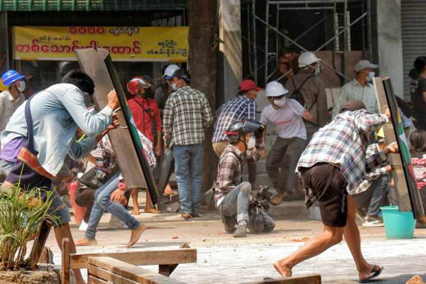 Korban Terus Berjatuhan, 9 Tewas Saat Polisi Myanm