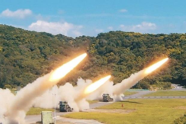 Taiwan Uji Tembak Rudal saat China Latihan Perang Sebulan Penuh