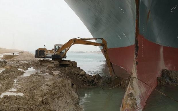 Upaya evakuasi kapal nyangkut masih gagal