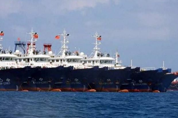 Jet Tempur Filipina Terbang di Atas Ratusan Kapal Milisi Maritim China