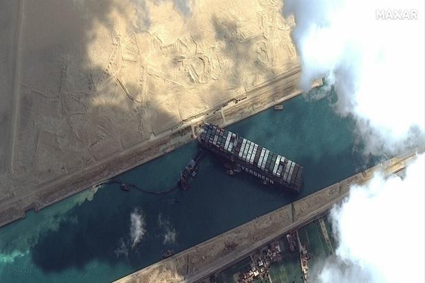 Terusan Suez Lancar Lagi, 20 Kontainer Mainan Seks Dalam Perjalanan untuk Dikirim
