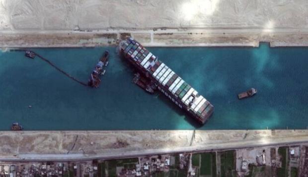 Wow, Bulan Purnama Bantu Bebaskan Kapal Kandas di Terusan Suez