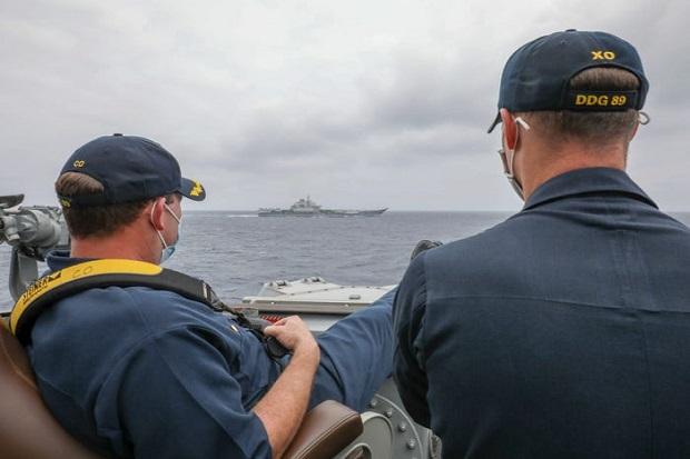 Perang Kognitif, Kapal Perang AS Kuntit Kapal Induk China