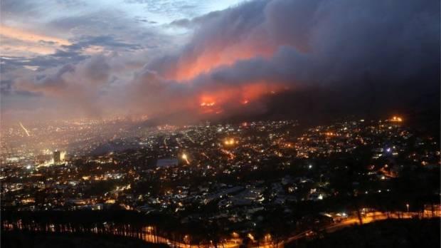 Kebakaran Besar Melanda Pinggiran Cape Town, Warga Dievakuasi