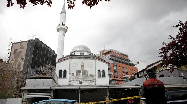 Lima Orang Ditikam dalam Serangan di Masjid Albania