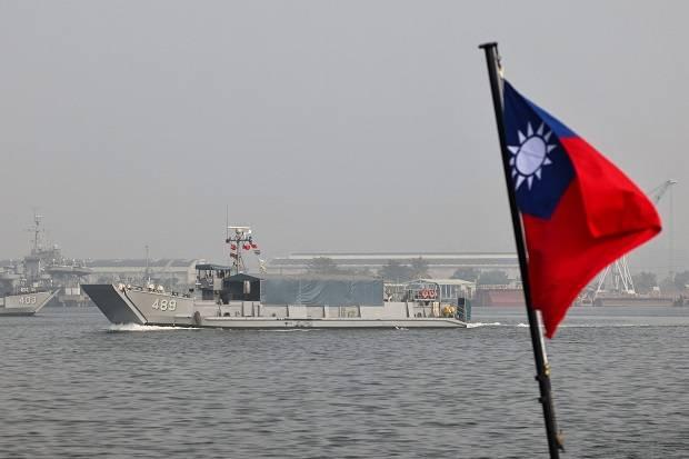 Pria China Membelot ke Taiwan dengan Menyeberangi Laut 11 Jam