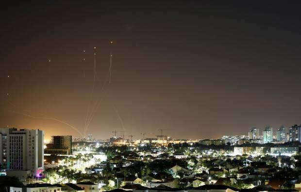 Hamas Hujani Tel Aviv dengan 130 Roket, Bandara Israel Ditutup Total