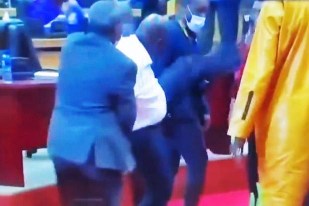 Sidang Parlemen Uni Afrika Berubah Jadi Kekacauan, Anggota Saling Baku Hantam