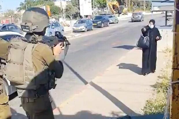 Tabrak dan Coba Tikam Pasukan Israel, Perempuan Palestina Ditembak Mati