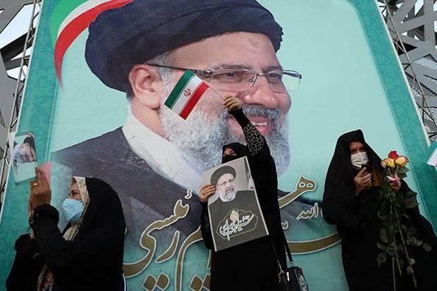 Khamenei: Kemenangan Raisi Merupakan Kekalahan Propaganda Musuh