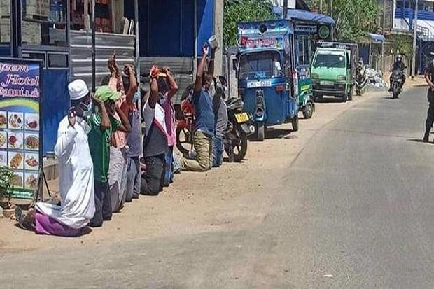 Viral, Tentara Sri Lanka Paksa Sejumlah Muslim Berlutut di Jalan