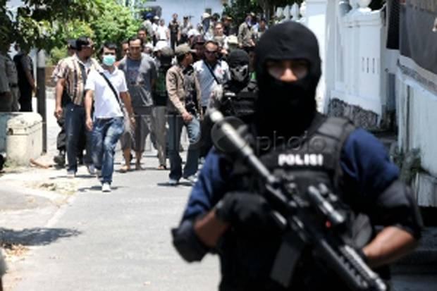 Densus 88 Geledah Tempat Terduga Teroris di Deli Serdang Simpan Barang Bukti