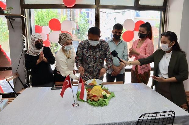 Diplomasi Kuliner, Konjen RI di Istanbul Buka Rumah Makan ...