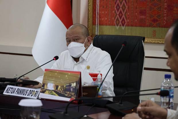 Ketua DPD RI Minta Masyarakat Tak Takut Disuntik Vaksin