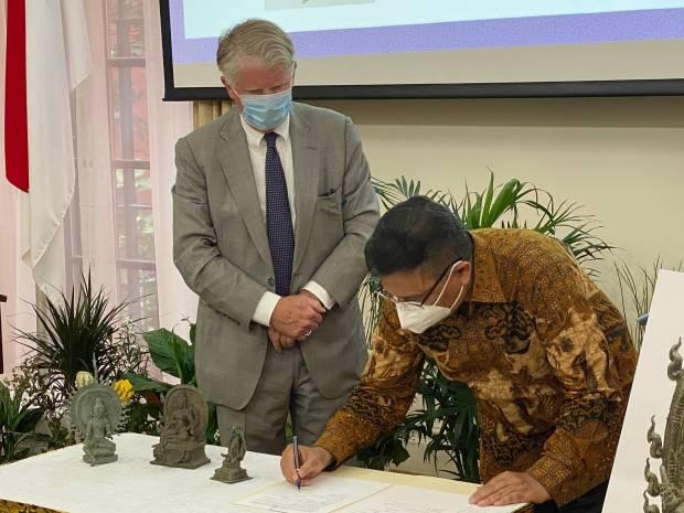 AS Kembalikan 3 Artefak Cagar Budaya yang Diselundupkan dari Indonesia