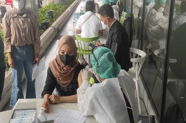 Ikut Vaksinasi di Gedung HighEnd MNC Center, Nakes Berharap Terhindari dari Covid-19