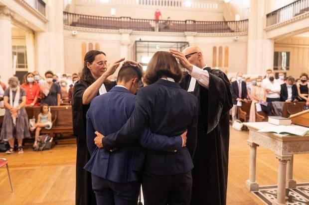 Pertama di Prancis, Pendeta Protestan Nikahi Pasangan Sesama Jenisnya