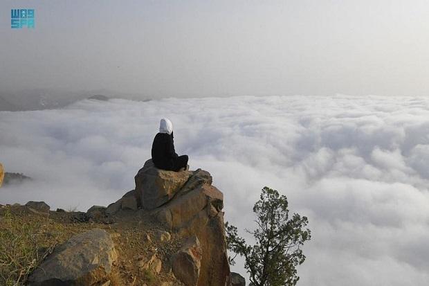 Indahnya Fenomena Cuaca Arab Saudi seperti Negeri di Atas Awan