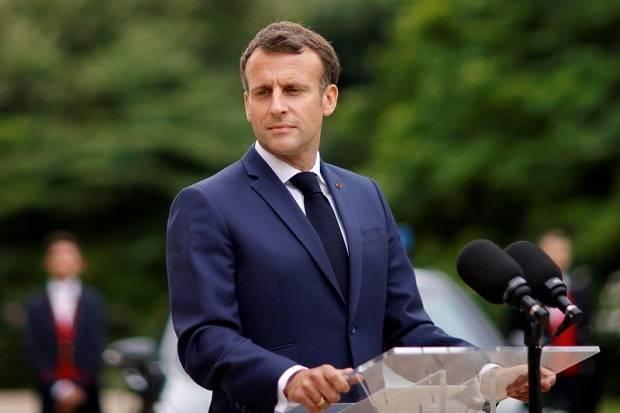 Ironi Macron: Bela Kartun Nabi Muhammad, tapi Marah Dikartunkan sebagai Hitler