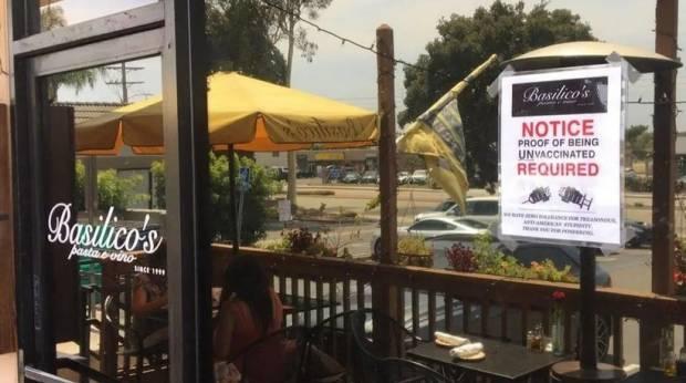 Pemilik Restoran California Wajibkan Pembeli Tunjukkan Bukti Tidak Divaksin