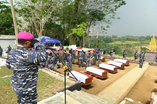 Mengharukan, TNI AL Makamkan Secara Militer Jasad Korban Pembantaian Tentara Belanda