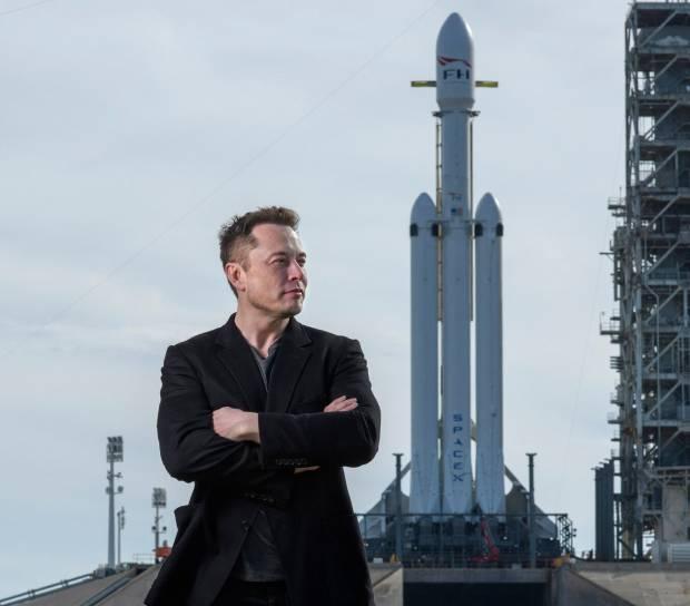 Roket Elon Musk yang Bikin Perjalanan Luar Angkasa Seksi Lagi