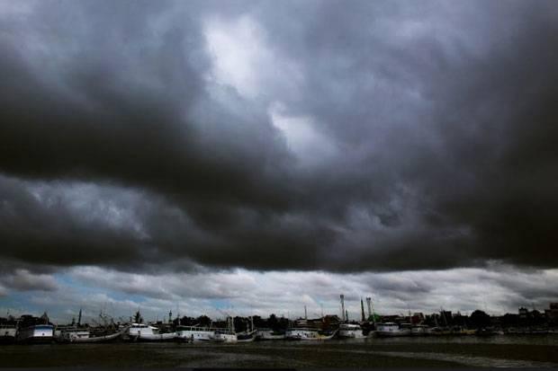 BMKG Ingatkan Potensi Cuaca Ekstrem dan Gelombang Tinggi Sepekan ke Depan