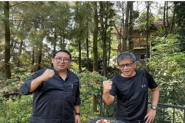 Fadli Zon Main ke Rumah Rocky Gerung Kompak Berbaju Hitam