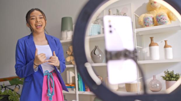 Penyanyi Anneth Delliecia Bagikan Tips Bikin Video Musik di Rumah